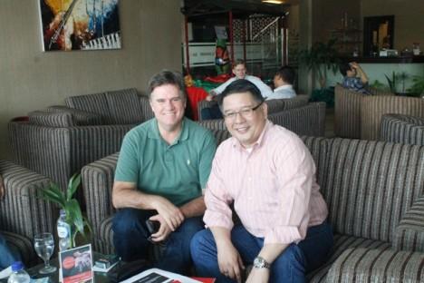 Direktur  Utama PT Bank Andara Davit HL Yong (kanan) dan Presiden Komisaris Stphen Mitchell
